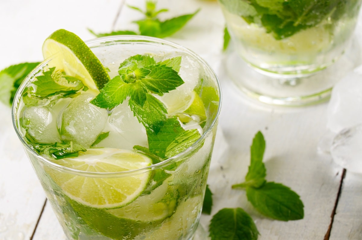 mojitos are part of the Raising the Bar's low calorie alcoholic drinks